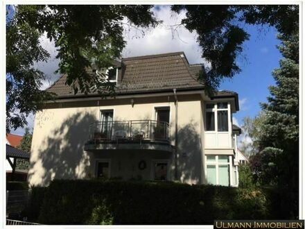 ### ULMANN IMMOBILIEN gemütliche 2 Zimmer Dachgeschosswohnung mit Weitblick vom Balkon ###