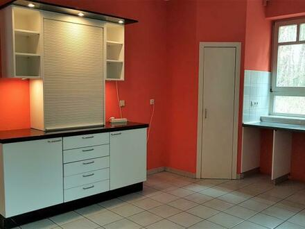4 Zimmer, 2 Bäder, Gäste WC, Garage, Terrasse, Keller u.v.m.