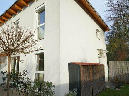 Zwei wunderschöne Doppelhaushälften - ideal zum wohnen und arbeiten