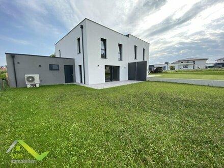 Moderne Doppelhaushälfte in Ruhelage mit viel Garten, Doppelgarage und Ruhelage