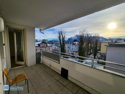 In der City! Geräumige 4-Zimmer-Wohnung mit großem Panoramabalkon - auch WG geeignet