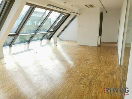 Modernes DG-Büro mit großer Terrasse!