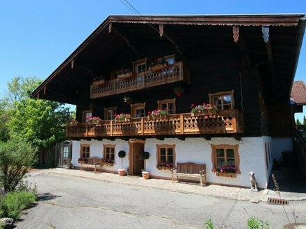 CHIEMSEE/GRABENSTÄTT: Einzigartiges Bauernhaus mit ausgebauter Tenne