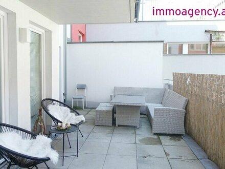 Schöne 2 Zimmer Wohnung mit großer TERRASSE in den Innenhof
