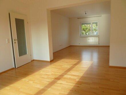 Provisionsfrei!! Schöne Wohnung mit 12m² Balkon