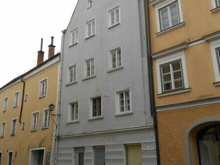 Anleger aufgepasst ! Altstadthausanteil in Braunau/Inn / 2 Wohnungen + Geschäft + Lagerräume