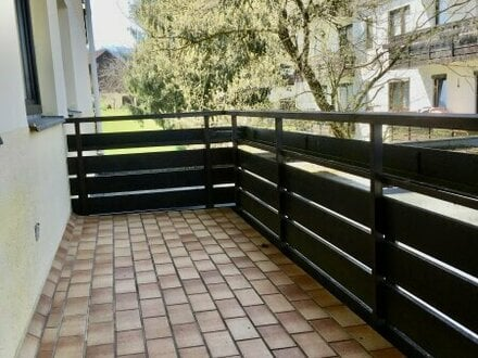 Helle und freundliche Garconniere mit großem Balkon und eigenem PKW-Stellplatz