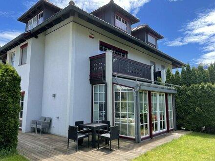 Family & Friends- Doppelhaushälfte mitGarten & Holzterrasse - ruhigeWohnlage -Wals/Gois bei Salzburg