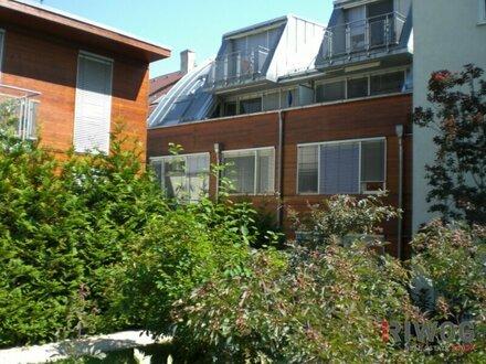 2 Zimmer-Wohnung mit großzügiger Wohnküche und Loggia in den Innenhof gerichtet