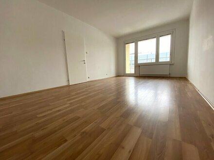 """NÄHE U3 """"Zippererstraße"""": 1-Zimmerwohnung mit Loggia!!"""