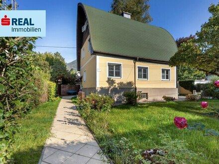 Stadtglück - Haus mit blühendem Garten
