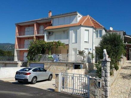 Ferienhaus mit 4 Apartments - Novi Vinodolski