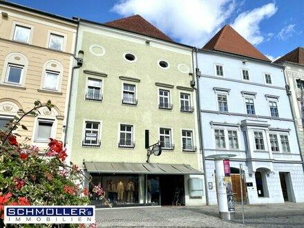 Teilmöblierte Altbau-Wohnung am Stadtplatz
