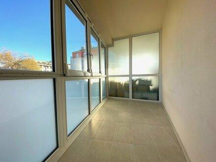 SONNWENDVIERTEL: sanierte 2-Zimmerwohnung mit verglaster Loggia