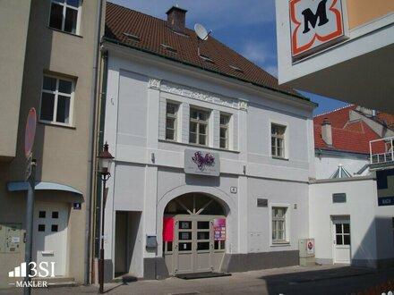 Ehemalige Bar-Clublounge in der Nähe zum Domplatz