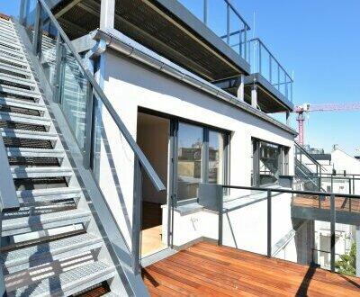 Ab ins Dachgeschoss im ruhigen Mitteltrakt! Prunkvolles Stiegenhaus + Ideale Raumaufteilung auf einer Ebene + Hohe Räum…