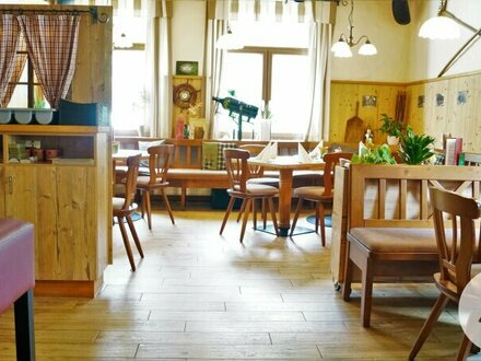 Laufender Gastro-Betrieb mit Gästezimmer und tollem Gastgarten