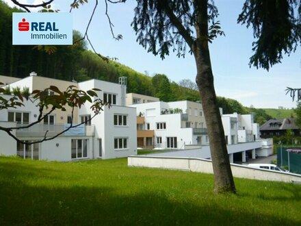 Superschöne und bestens ausgestattete 4 Zimmer Wohnung mit großem Garten