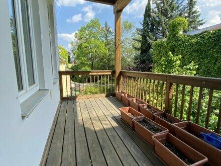 schöne Altbauwohnung mit Balkon zu vermieten!