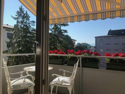 Sonnige, großzügige 2-Zimmerwohnung mit Balkon und Top-Aussicht