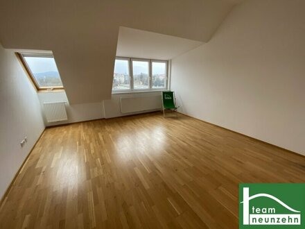 Renovierter Altbau! Helle Dachgeschosswohnung! 2 getrennte Schlafzimmer! Optimale Lage!