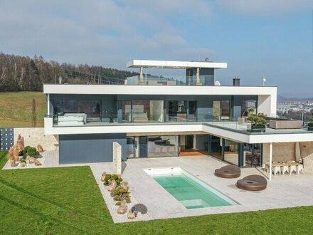 Moderne Villa der Superlative mit unverbaubarer Aussicht