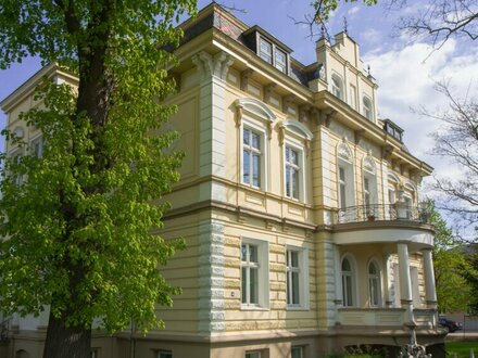 Prachtvolle vierstöckige Villa mit viel Grünfläche und Pool in Ruhelage des 18. Bezirks
