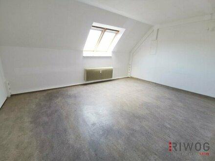 Helles Dachgeschossbüro // Meidlinger Hauptstraße
