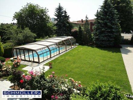 Sehr gepflegtes 2-3 Familienhaus mit großem Grundstück, überdachten Pool und vieles mehr...