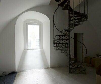 Geschäftslokal mit Galerie in wunderschönem Altbaustil zu vermieten!