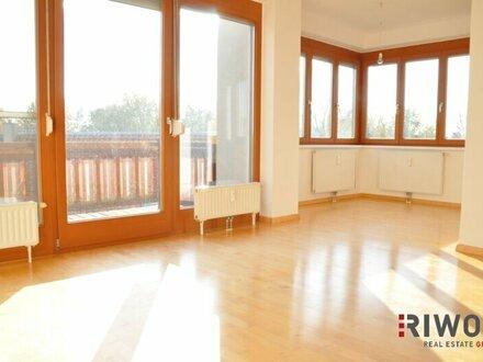 Topsanierte, helle DG-Wohnung mit 41m² Traumterrasse inkl. Fernblick!