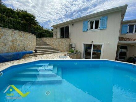 Villa in Poreč mit zwei eigenen Wohneinheiten, Pool und sehr gepflegtem Garten