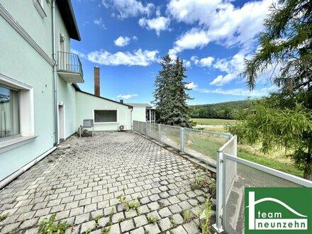 FERNBLICK - 2,5 -Zimmer WOHNUNG mit großzügiger Terrasse! Separater Eingangsbereich! Reihenhaus Charakter!