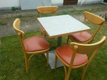 2x Tische, 8x Stühle und 2x Barhocker. Einzel verkauf auch möglich.