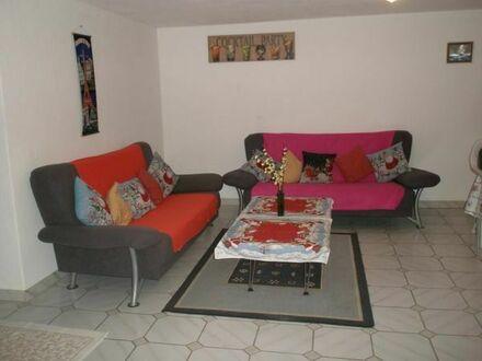 Großes UG-Zimmer in einer 2``Frauen-WG an Frau/Studentin - Warmiete 325 EUR/Monat