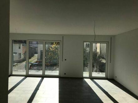 Große 2- Zimmer Wohnung in Zweifamiienhaus