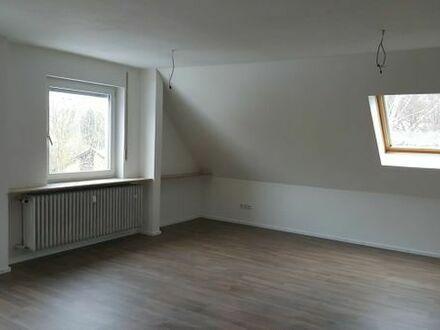 Helles großzügiges Dachgeschoss mit Einbauküche