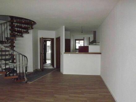 **RESERVIERT**Bensheim: Geräümige Wohnung mit Einbauküche und Balkon