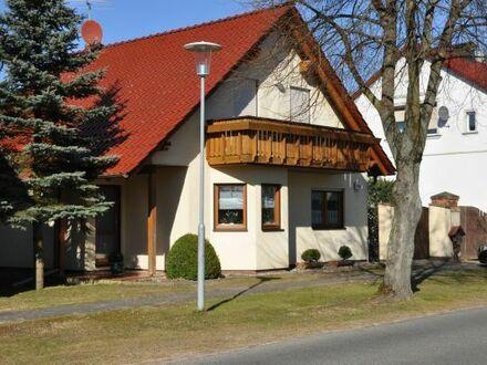 Einfamilienhaus von Privat, Baujahr 2000, Garage, Garten