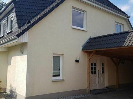 Provisionsfrei: Geräumiges Einfamilienhaus mit 5 Zimmern+Carport