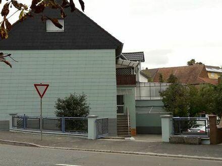 Wohnhaus mit zwei in sich abgeschlossenen Wohnungen