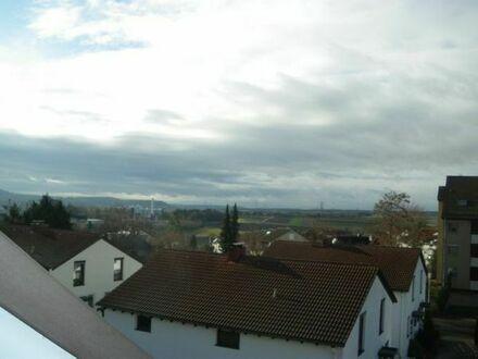 NUR FÜR NR: Sehr gepfl. 2-Zimmer-Dachgeschosswohnung mit Garage in der TG in 71229 Leonberg-Halden
