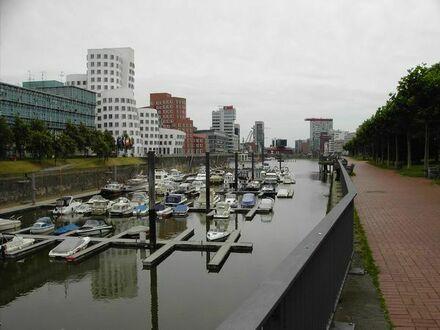 Am Medienhafen in Düsseldorf möblierte Wohnung