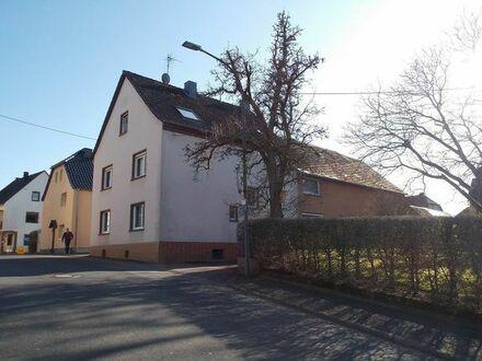Bauernhaus mit großen Scheunen und Innenhof Nähe Cochem Mosel