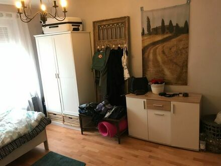 Möbl. Zimmer in Frauen-WG zum 1.3. zu vermieten