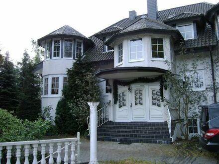 1 Zimmer mit Balkon in Fünfer-WG