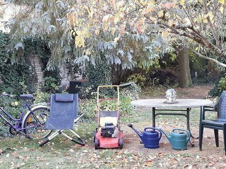 Gartensachen und Möbel