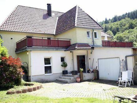 Autarkes und großzügiges Zweifamilienhaus im Grünen / gewerblich nutzbar / 300 qm / 21 a