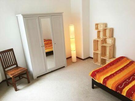 Möbliertes Zimmer mit Bad in Altbauwohnung in der List