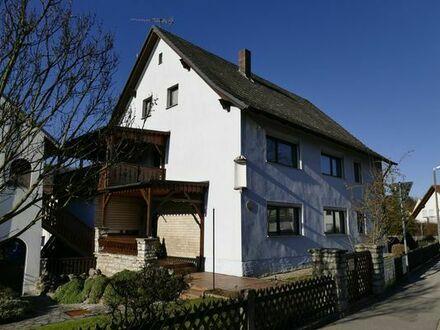 Einfamilienhaus mit Schreiner-Werkstatt und Nebengebäuden, 4 Garagen